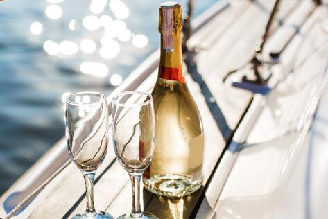https://newjerseybaskets.com/media/holidays/Passover/IMG_Champagne.jpg